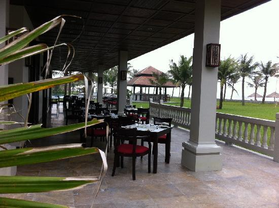 Ana Mandara Hue Beach Resort: Beachside restaurant