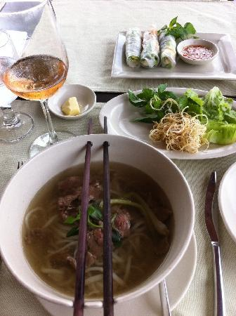 Ana Mandara Hue Beach Resort: springrolls and Pho soup