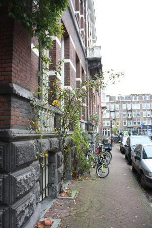 The Vondelpark Suites: Front door view