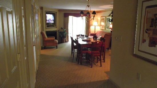 Williamsburg Plantation Resort: dining \ living area