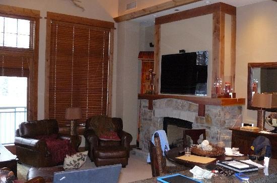 Big Horn Lodge - Tahoe Mountain Lodging : Lounge room
