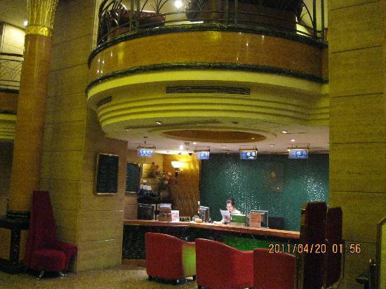 Manhattan Bund Business Hotel: Hotel's Reception Counter (Photos by: Ricoy)