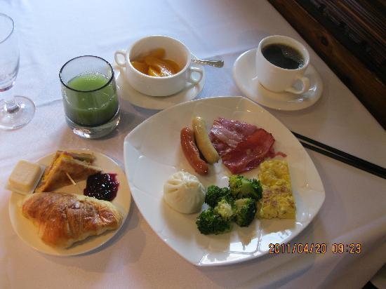 Manhattan Bund Business Hotel: This is my everday breakfast (Photos by: Ricoy)