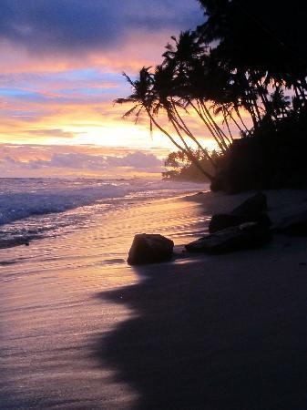 Apa Villa Thalpe : Beautiful sunsets on our beach.
