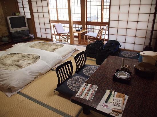 Senshinkan Matsuya: Traditional Jpanese-style room at Matsuya Ryokan