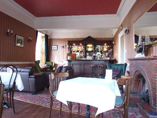 Glen Hotel: Bar & Dining Area