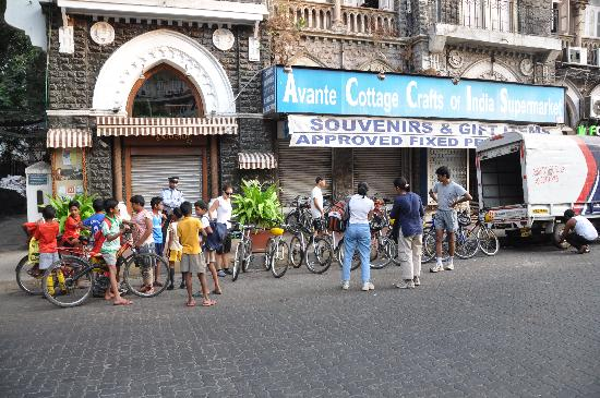 Old Mumbai Bicycle Tour: The start of the tour
