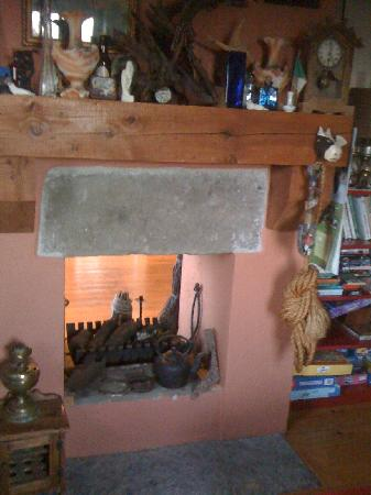 Clondanagh Cottage: cosy fireplace