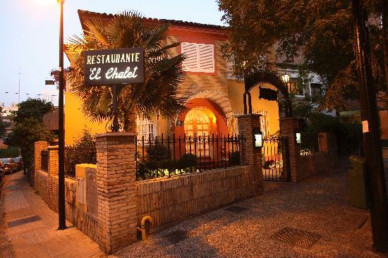 Restaurante El Chalet : Fachada al atardecer