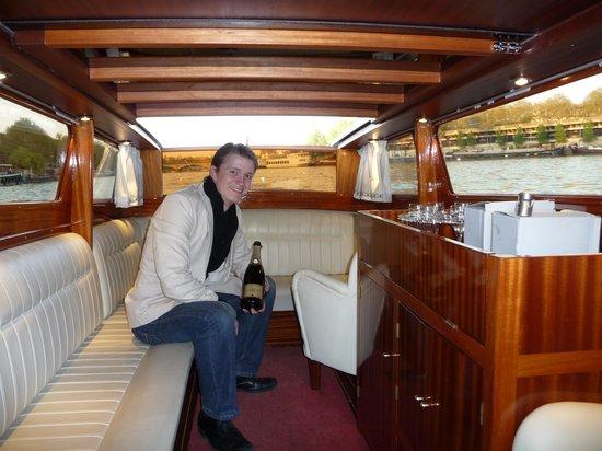 Interieur du bateau photo de river limousine paris for Interieur limousine