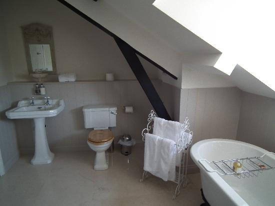 The Hare & Hounds: en suite bathroom