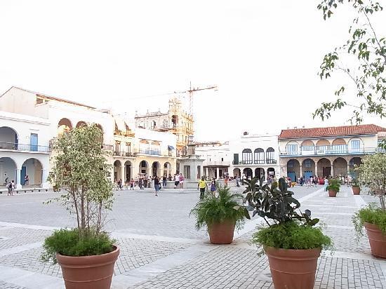 จตุรัสเมืองเก่า: プラザ ビエハ1