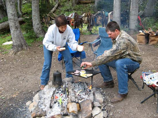 Bagley's Teton Mountain Ranch: Greg making breakfast