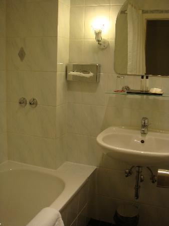 Max Brown Hotel Midtown: baño