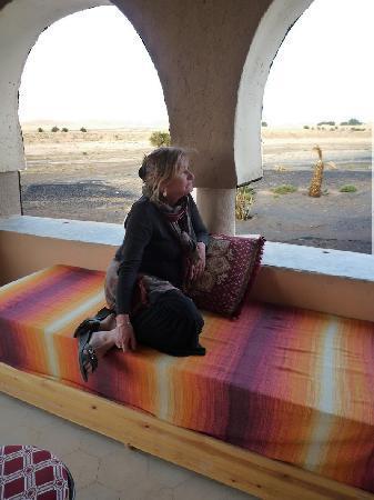 Auberge Takojt: Marie sur la terrasse couverte