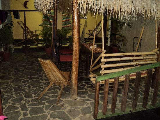 Hostel La Siesta: Courtyard