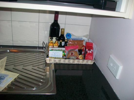 โรงแรมเดอะสเปนเซอร์ ออน ไบรอน: Mini-bar snacks