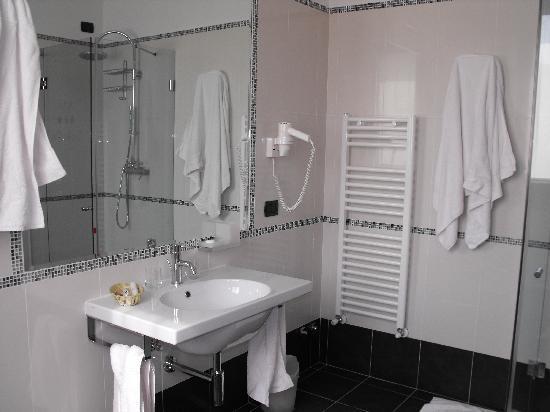Hotel Ristorante Vecchia Riva: Salle de bain 1