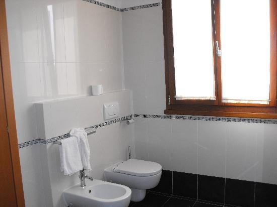 Hotel Ristorante Vecchia Riva: Salle de bain 2