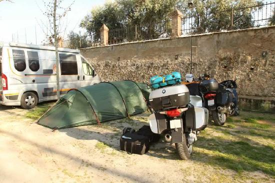 Camping Reina Isabel: Kleine Parzelle