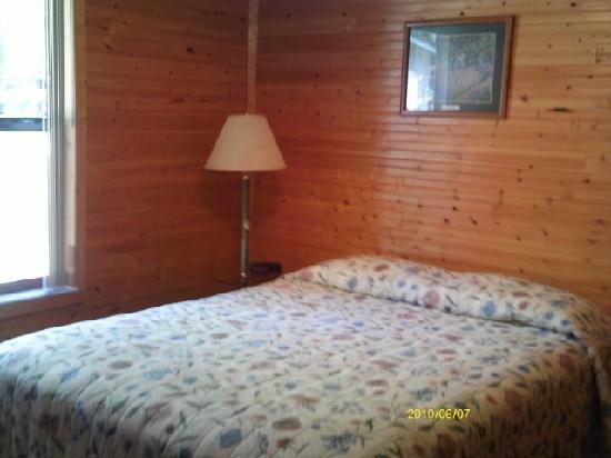 Rainbow Rivers Club: Cabin Queen Bedroom