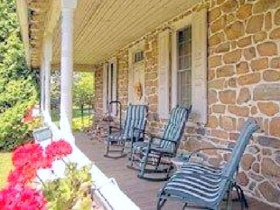 1732 Folke Stone Bed and Breakfast: The Relaxing Porch