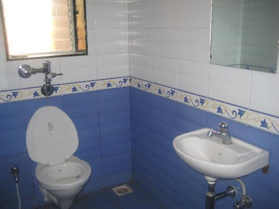 Mohili Meadows Resort: Bathroom