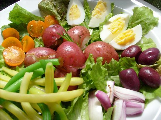 MIMI's Roof Top Cafe  & Coffee Bar : Beautiful seasonal salads