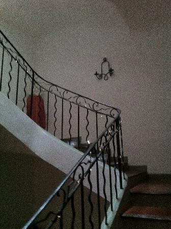 Lorgues, France: j'ai adoré l'escalier, le décor . c'est beau tout simplement