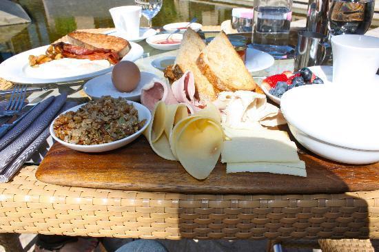 بارديسونو: The continental breakfast is a must!