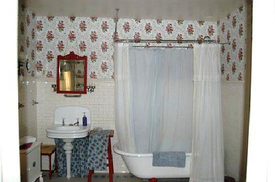 Innisfree-a-Celtic-Bed-and-Breakfast: One of the great bathrooms