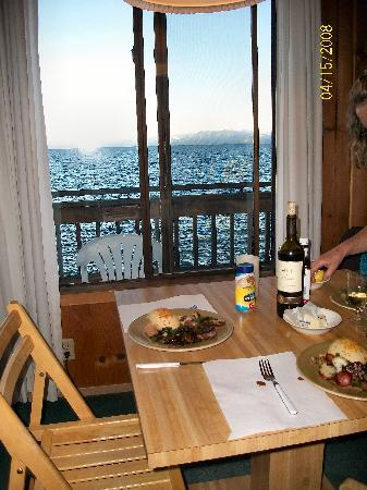 Holiday House : food and a view