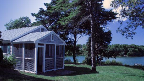 Pine Shore Cottages : Overlooking White Pond