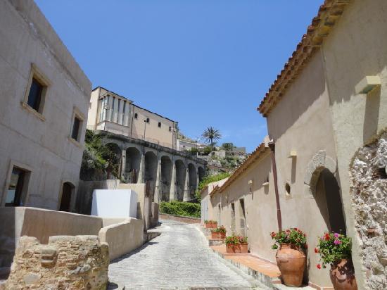 Borgo San Rocco Resort : それぞれの部屋には外からアクセス(写真右側)