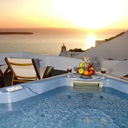 Marizan Caves & Villas: Wonderful sunset from Marizan's jacuzzi!
