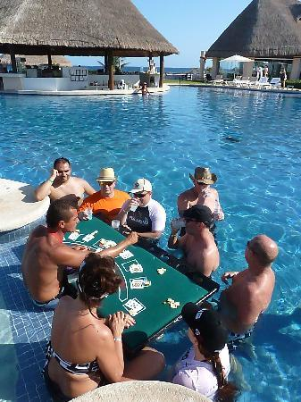 Heaven at the Hard Rock Hotel Riviera Maya: Floating black jack in the afternoons