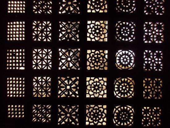 Sarkhej Roja : intricate Jaali work