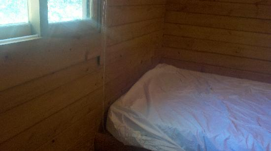 Delaware: Full Bed Cabin