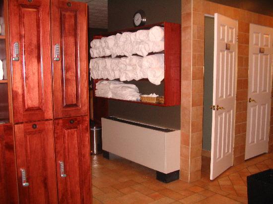 Ste. Anne's Spa: women's locker room