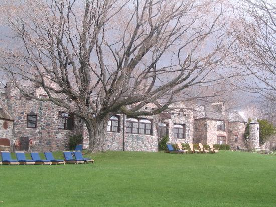 Ste. Anne's Spa : Another view of the Inn
