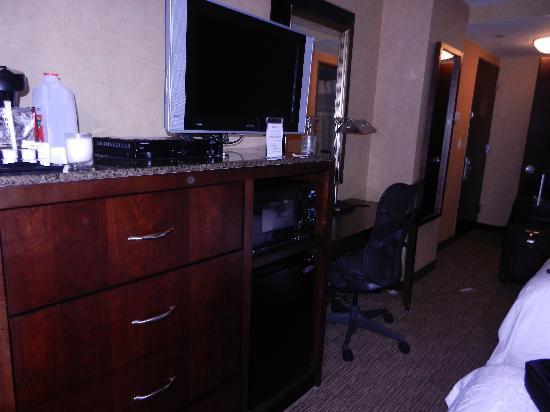 Hilton Garden Inn New York/Manhattan-Chelsea: TELEVISION CON CABLE
