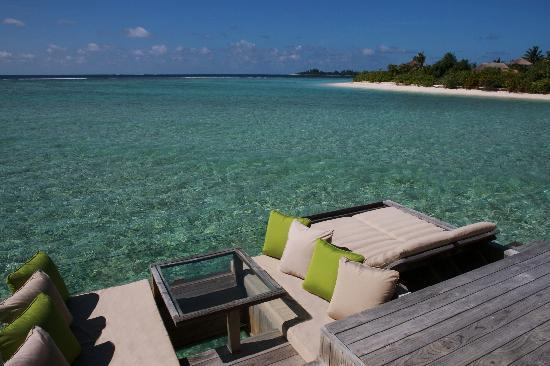 Six Senses Laamu: Water Villa, outdoor deck