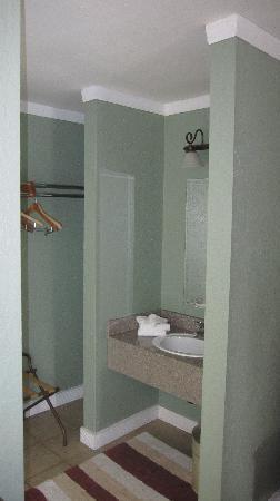 Rio Inn and Suites: 08 - Premium BedRoom Bathroom
