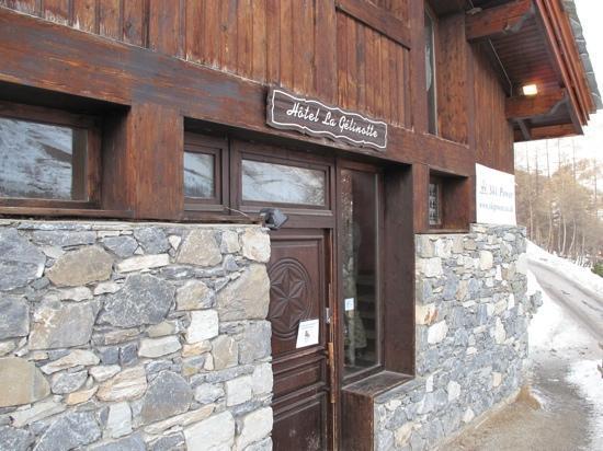 Hotel La Gelinotte: front door