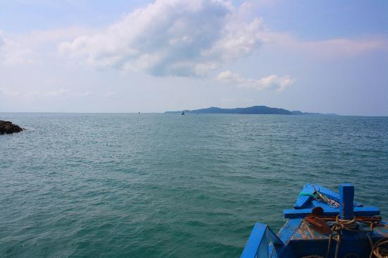 Ko Samet, Tailandia: As we approach the island..