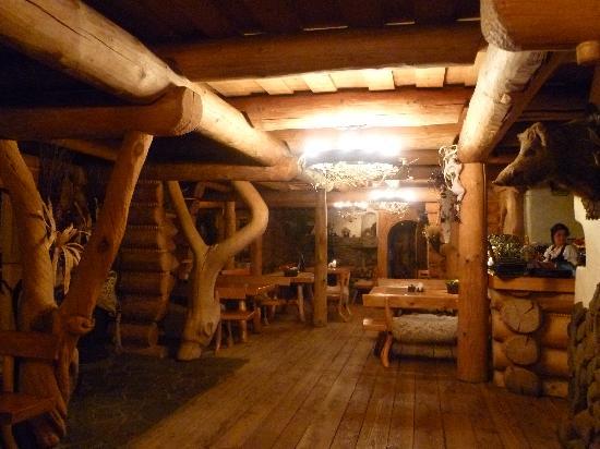 Karczma w Straconce: Locale tutto in legno..