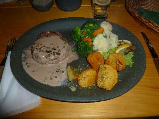 Karczma w Straconce: Ottimo filetto al pepe verde con verdure e patate