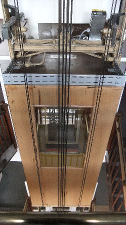 Helenenburg Hotel & Spa: The post-war elevator - cool!