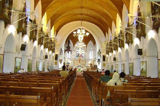 San Thome Church : こじんまりしている内部