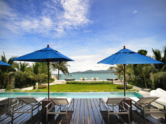 Beachfront Phuket: Beachfront's pool deck